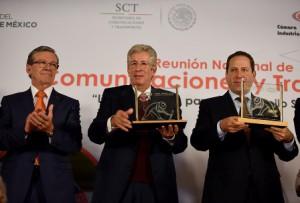 El secretario de Comunicaciones y Transportes, Gerardo Ruiz Esparza, al inaugurar la Reunión Nacional de la Cámara Mexicana de la Industria de la Construcción: