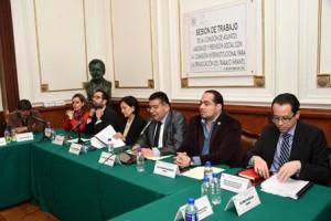 Amalia Hernández -tercera- ante legisladores de la ALDF