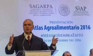 José Calzada,  titular de la Secretaría de Agricultura, Ganadería, Desarrollo Rural, Pesca y Alimentación  (SAGARPA) informó que al tercer trimestre del año se han registrado exportaciones del sector agroalimentario  por cerca de 22 mil millones de dólare