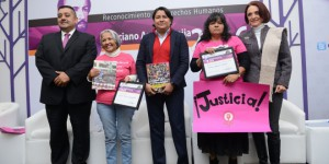 Presidenta CDHDF otorgó el Reconocimiento Ponciano Arriaga Leija 2016 a Norma Laguna Cabral y a Juliana García Quintanilla.