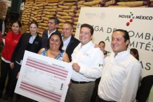 Entrega-Sedesol-apoyos-para-vivienda-y-alimentacion-en-queretaro